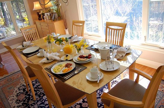 Redwood Garden Bed & Breakfast: A wonderful start to your day !