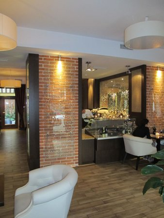 FAB Fusion: Bar and part of the restaurant area