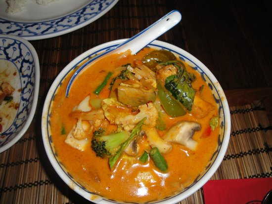 Bird Thai Restaurant: Tofu with red curry and vegetables