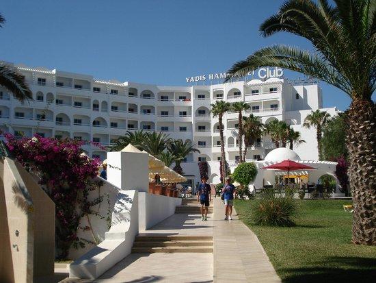 Yadis Hammamet: vista dell'hotel dalla spiaggia