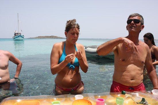 Chrissi Island : Kosta échange avec nous... c'était très sympa et convivial