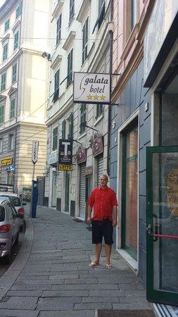 Hotel Galata : Em frente  ao Hotel