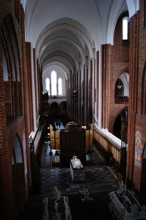 Roskilde Cathedral: Overview of the sanctuary