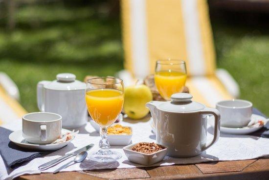 Hotel Le Floreal : Petit déjeuner sur la terrasse