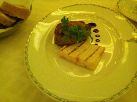 Dan Accadia Hotel Herzliya : מנה בשרית בארוחת ערב