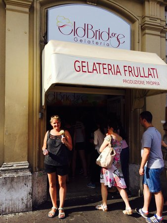 Old Bridge Gelateria : Be on the sunny side, always on the sunny side.
