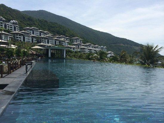 InterContinental Danang Sun Peninsula Resort : Pool
