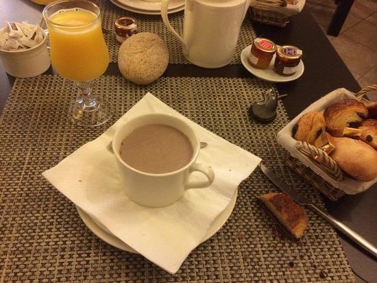 Hôtel Colomba: Petit déjeuné compris