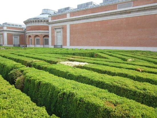 Prado National Museum: Задний двор музея