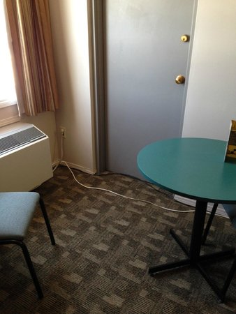 Airport Traveller's Inn: There's now electricity and cable for a tv