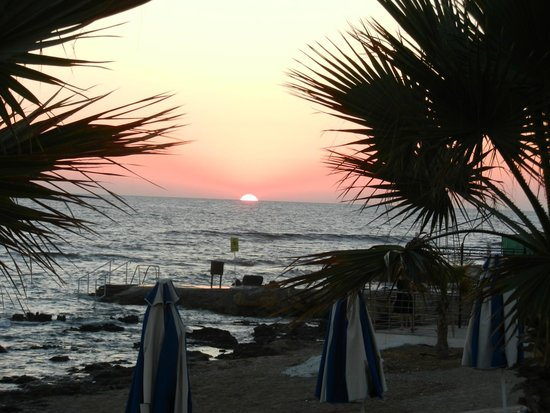 Kefalos Beach Tourist Village : Sunset from hotel beach restaurant
