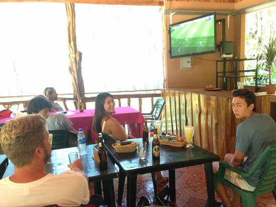 Mariposa Vacation Homes: Goal!!!  Watching Fifa World Cup at a restaurant down the street from our house.