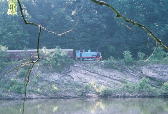 Delaware River Railroad Excursions: From a PA park, across the Delaware