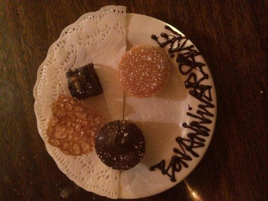 Kendells Bistro: Taster desserts complimentary