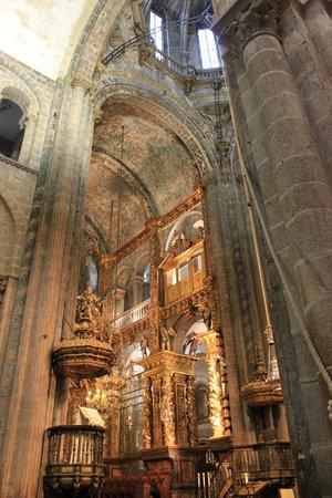 Cathédrale de Saint-Jacques-de-Compostelle : Inside the Cathedral