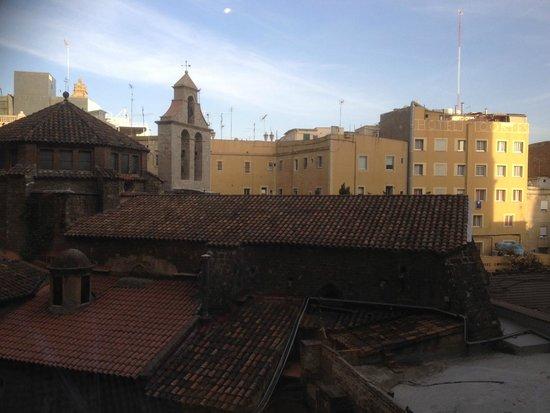 Hotel Olivia Plaza: Church is Església Santa Ana