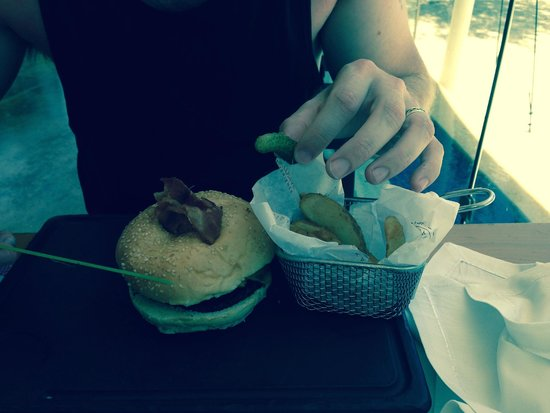 Azul Beach Resort The Fives Playa Del Carmen : Tasty burger