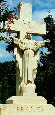 Graceland: Presley Family Memorial in the Meditation Garden