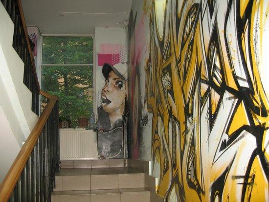 Crazy Duck Hostel : *