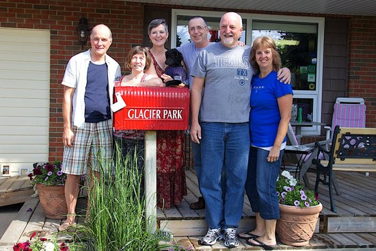 Glacier Park Bed and Breakfast: Chris, Denise, Deb/Tim, Bill, Rich and Lynn