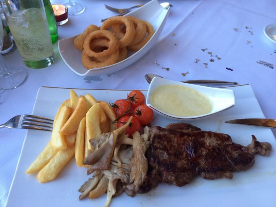 The Waterfront Restaurant: Sirloin steak and all the trimmings :o)