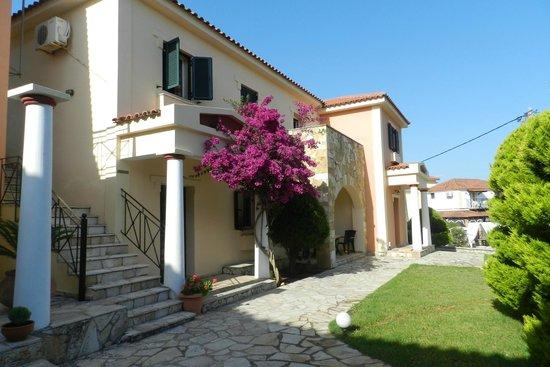 Elanthi Village Apartments: hotel