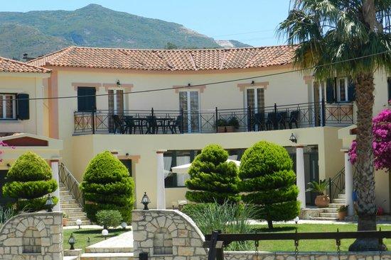 Elanthi Village Apartments: the balcony