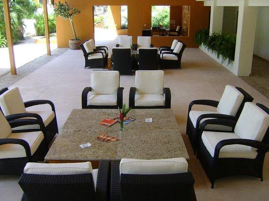 Ixzi Plus Hotel: Lobby