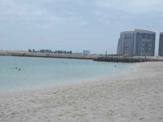 InterContinental Abu Dhabi: Пляж