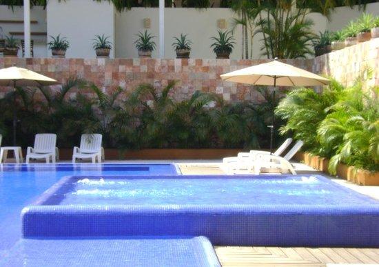 Ixzi Plus Hotel: Alberca III