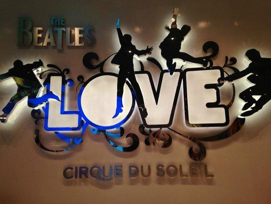 The Beatles - Love - Cirque du Soleil: Entrada do Show