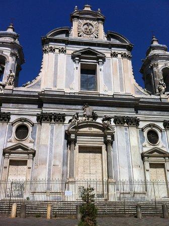 Chiesa dei Girolamini: at the front