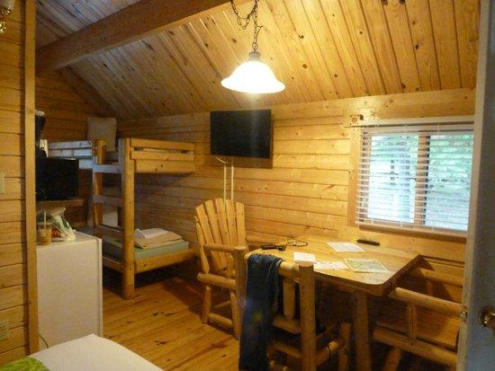 Lake Placid / Whiteface Mountain KOA : bunk beds w tv etc