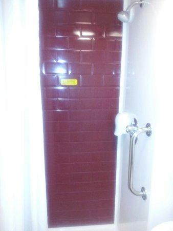 Travelodge Portishead: Shower