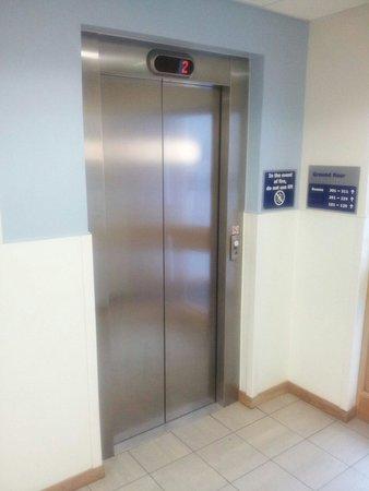 Travelodge Portishead: Lift