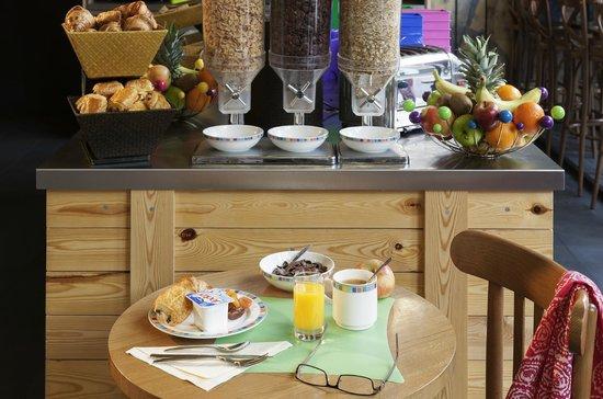 Ibis Styles Lyon Centre - Gare Part Dieu : Buffet Petit-déjeuner