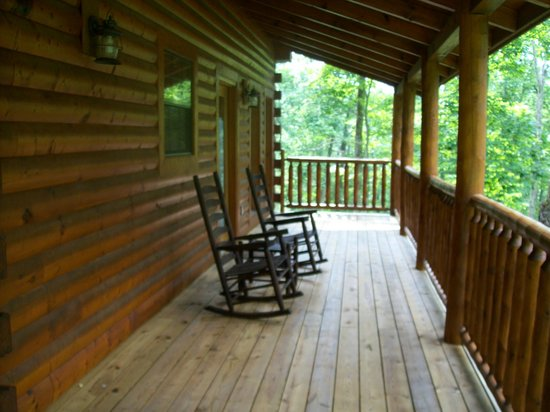 Elk Springs Resort: Spacious front porch wraps around to the back