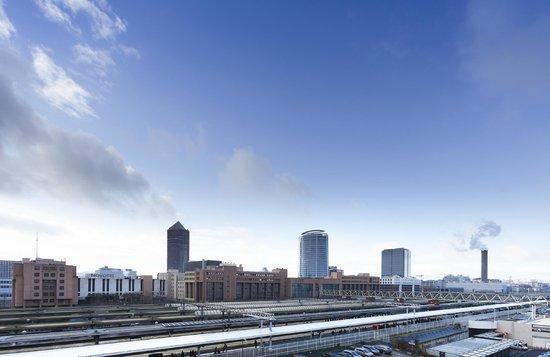Ibis Styles Lyon Centre - Gare Part Dieu : Vue de la Chambre sur la Gare Part-Dieu