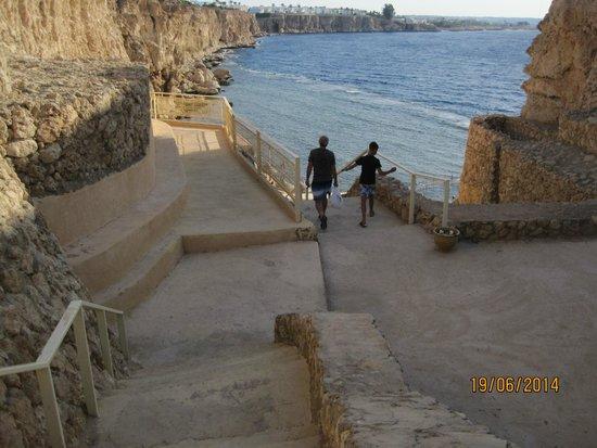 Dreams Beach Resort: Лестница на пляж