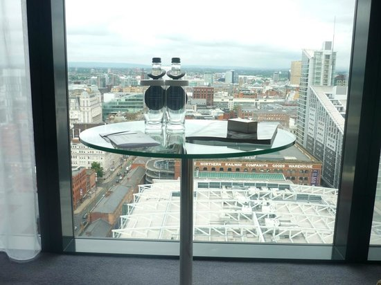 Hilton Manchester Deansgate: Table for 2 with a view