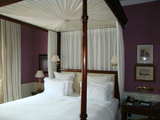 Cranley Hotel : Bett