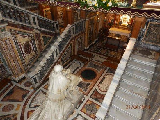 Basilica di Santa Maria Maggiore : Escaliers menant à la crypte