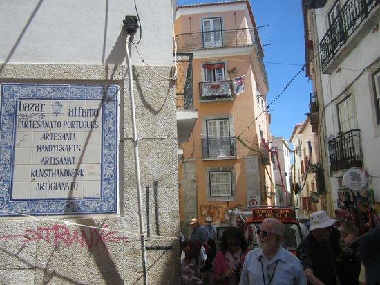 Alfama: Толпы туристов