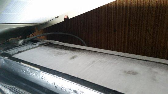 Courtyard Lyndhurst Meadowlands: Ice on AC unit