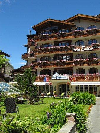 Hotel Eden Wellness: Hoteleingang