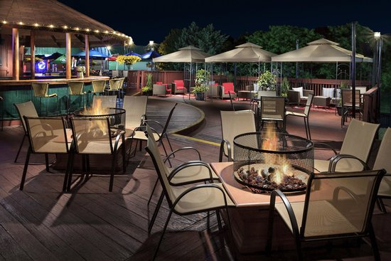 Park Inn by Radisson Harrisburg West: Big Deck wonderful outside atmosphere