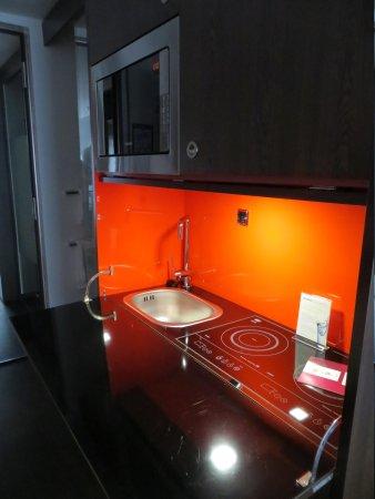 Derag Livinghotel Am Viktualienmarkt: The kitchenette