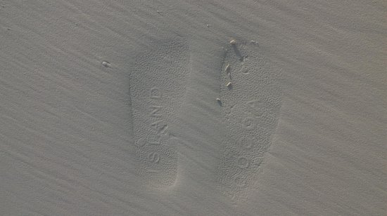 COMO Cocoa Island: Your footprint on sand at Cocoa Island