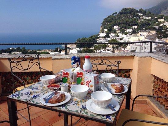 Villa Helios: Colazione in terrazza