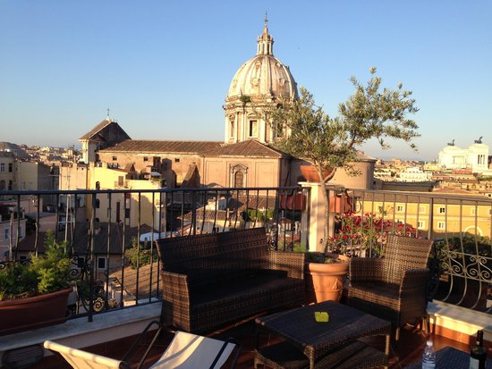 Boutique Hotel Campo de Fiori: The rooftop terrace view